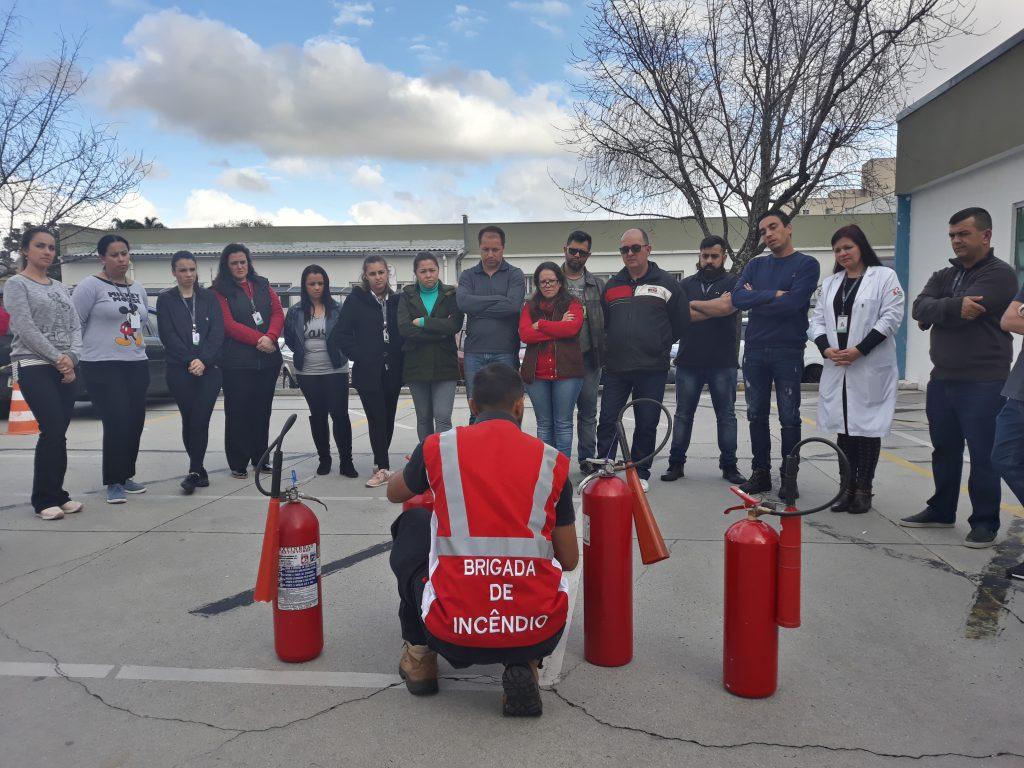 Colaboradores do ICS recebem treinamento de brigada de incêndio